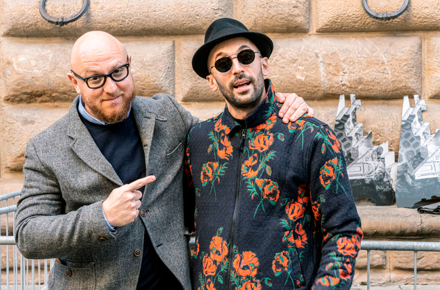 Arturo Galansino, Direttore Generale della Fondazione Palazzo Strozzi, e l'artista JR - Foto Ela Bialkowska, OKNOstudio